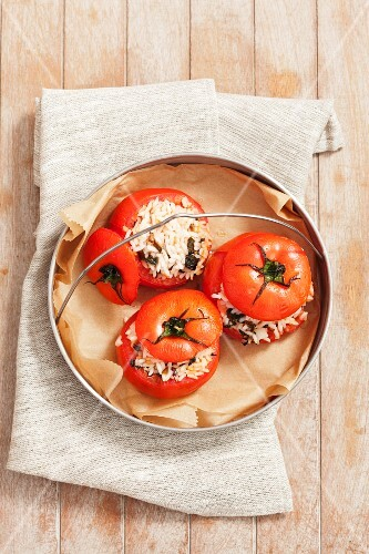 Stuffed tomatoes with rice and mint (Greece)