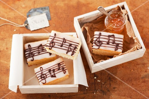 Cakes decorated with musical notes