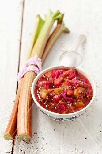Rhubarb chutney with red onions, raisins, pink pepper, garlic and cumin