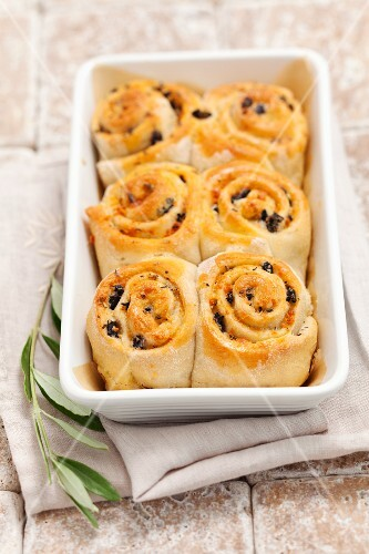 Olive yeast pastries