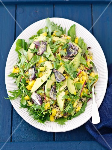 Quinoa and mango salad with avocado, red onions and mizuna
