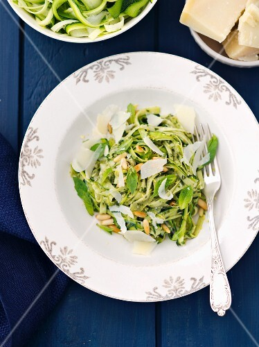 Courgette spaghetti with mint pesto and pine nuts