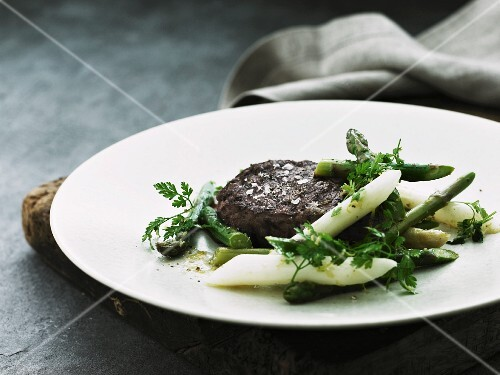 Venison steak with asparagus