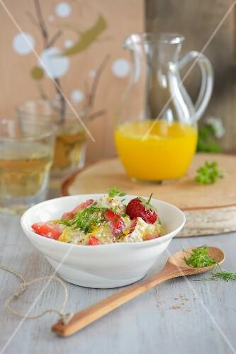 Fresh grain muesli with strawberries