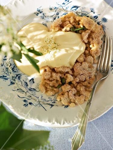 Fried elderflowers with cream