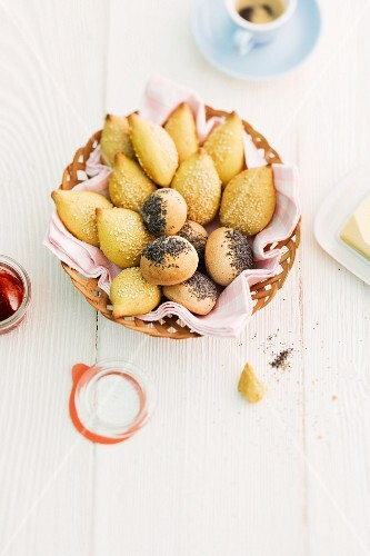 Sesame seed rolls and poppy seed rolls in a bread basket