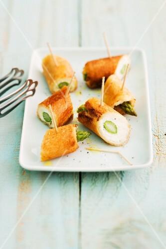Mini asparagus and cream cheese rolls