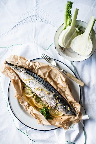 Mackerel en papillote with fennel and lemons