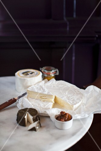 Soft cheese and chutney