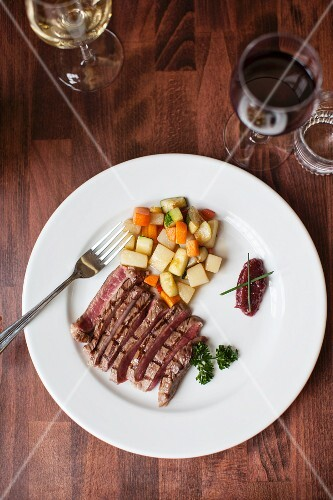 Beefsteak with root vegetables