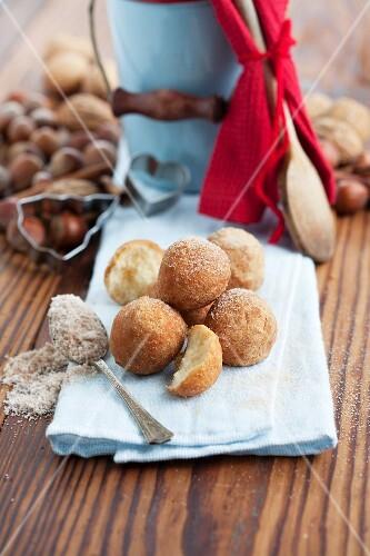 Deep-fried cinnamon balls with cinnamon sugar