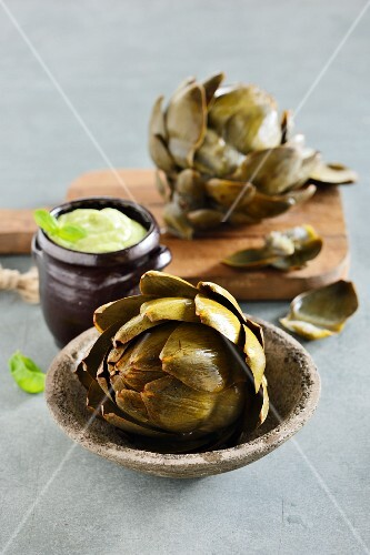 Cooked artichokes with a dip