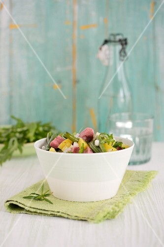 Vegetable salad with beans