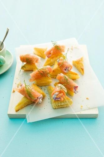 Salmon and yoghurt rolls on croissants