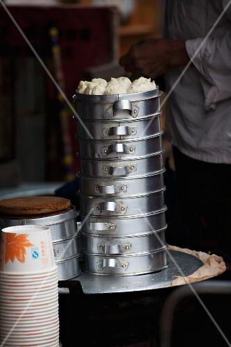 Dim sum in an aluminium steamer (Lijiang, China)