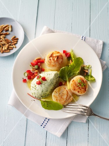 Fried scallops with pine nuts and herb cream cheese