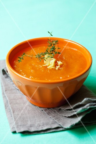 Pumpkin soup with ginger and thyme