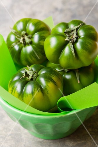 A bowl of green Sicilian tomatoes