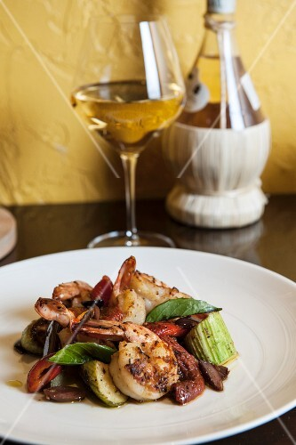 Scampi with vegetables and basil with white wine