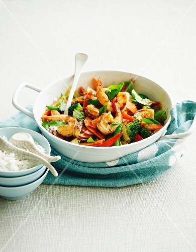 Fried prawns with vegetables and a chilli chutney
