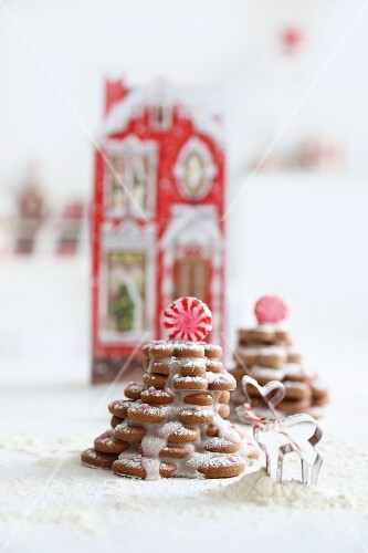 Gingerbread biscuit trees decorated with icing sugar and peppermint bonbons