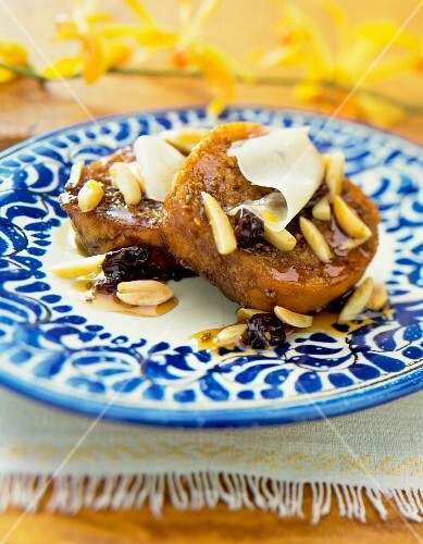Pork fillet with almonds, peanuts and raisins