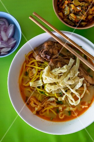 Khao soi (noodle soup with chicken, Thailand)