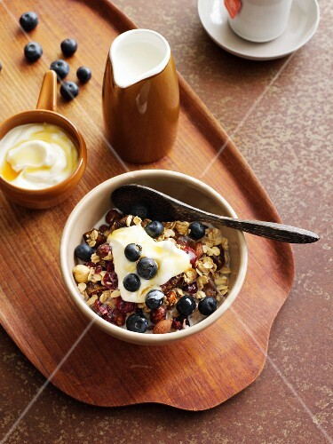 Muesli with yoghurt and blueberries