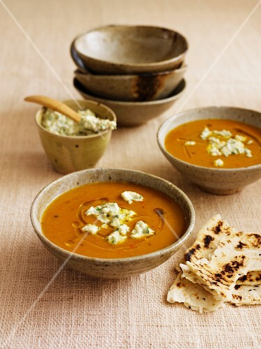 Spicy pumpkin soup with coconut chutney (India)