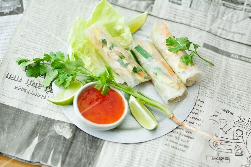 Rice paper rolls filled with vegetables (Thailand)
