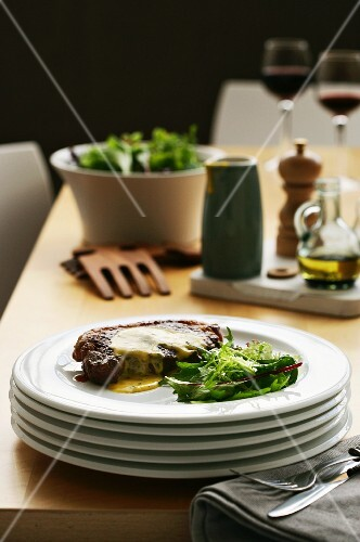 A steak with Bearnaise sauce and a mixed leaf salad