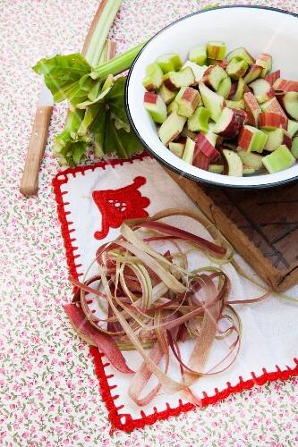 Rhubarb peelings and sliced rhubarb in an enamel bowl
