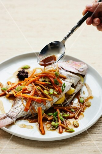 Fish with sweet and sour sauce and carrots (China)