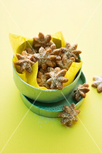 Aniseed stars dusted with icing sugar