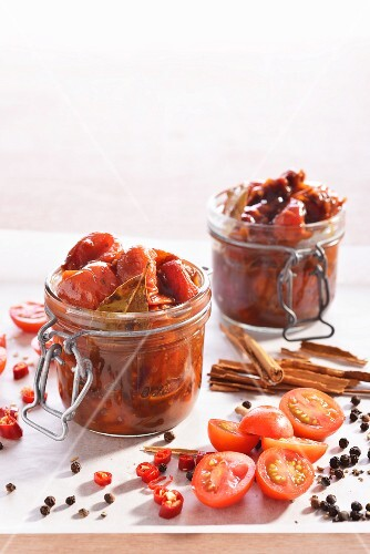 Tomato and chilli chutney with ingredients