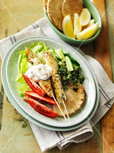 Fish skewers with thyme and unleavened bread