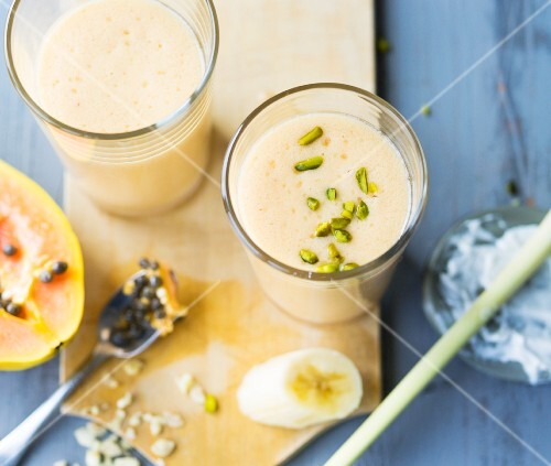 Papaya and coconut smoothies with lemongrass and pistachio nuts