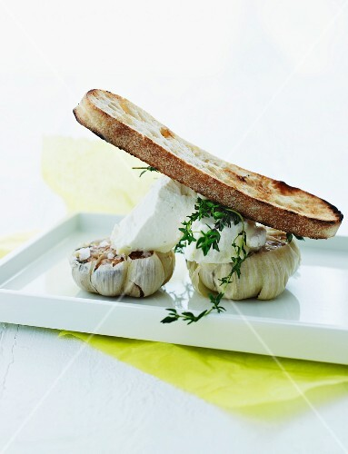 Grilled bread with roasted garlic and goat's cream cheese