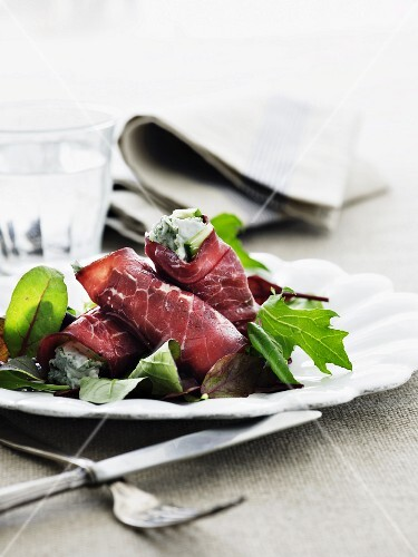 Bresaola rolls with a herb cream filling