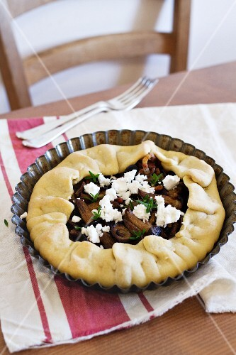 Mushroom pie with feta cheese