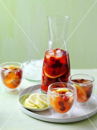 Iced tea with raspberries and lemon