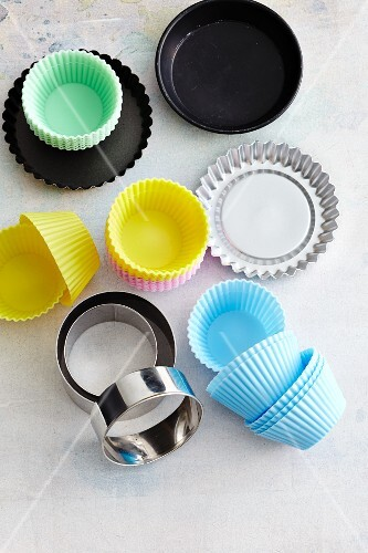Various tins and cases for tartlets and muffins