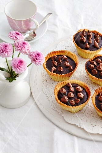 Puchheimer tartlets (tartlets made with nougat and caramel, Bavaria)