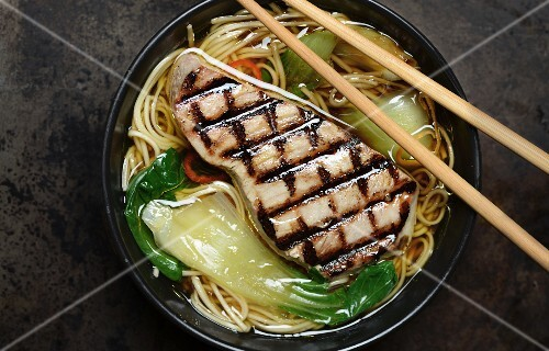 Noodle soup with grilled tuna steak and bok choy (China)