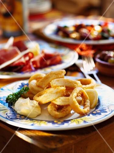 Fried squid rings with aioli (Spain)