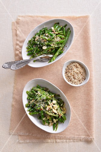 Green beans with sesame seeds and Parmesan