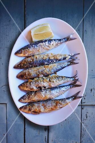 Fried sardines with lemons