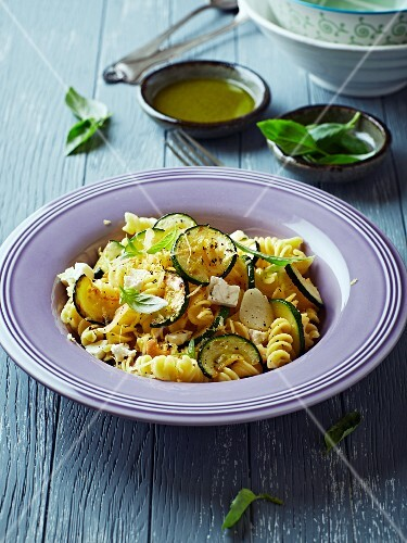 Fusilli salad with courgette, goat's cheese and lemon zest