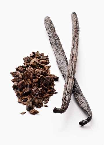 Vanilla pods, whole and chopped