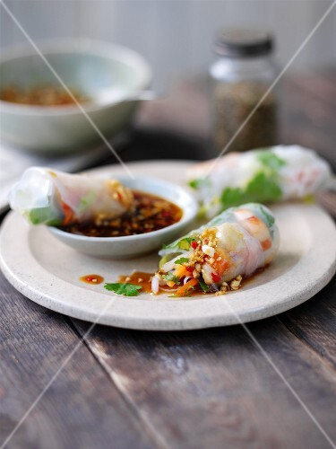 Rice paper rolls filled with prawns and vegetables